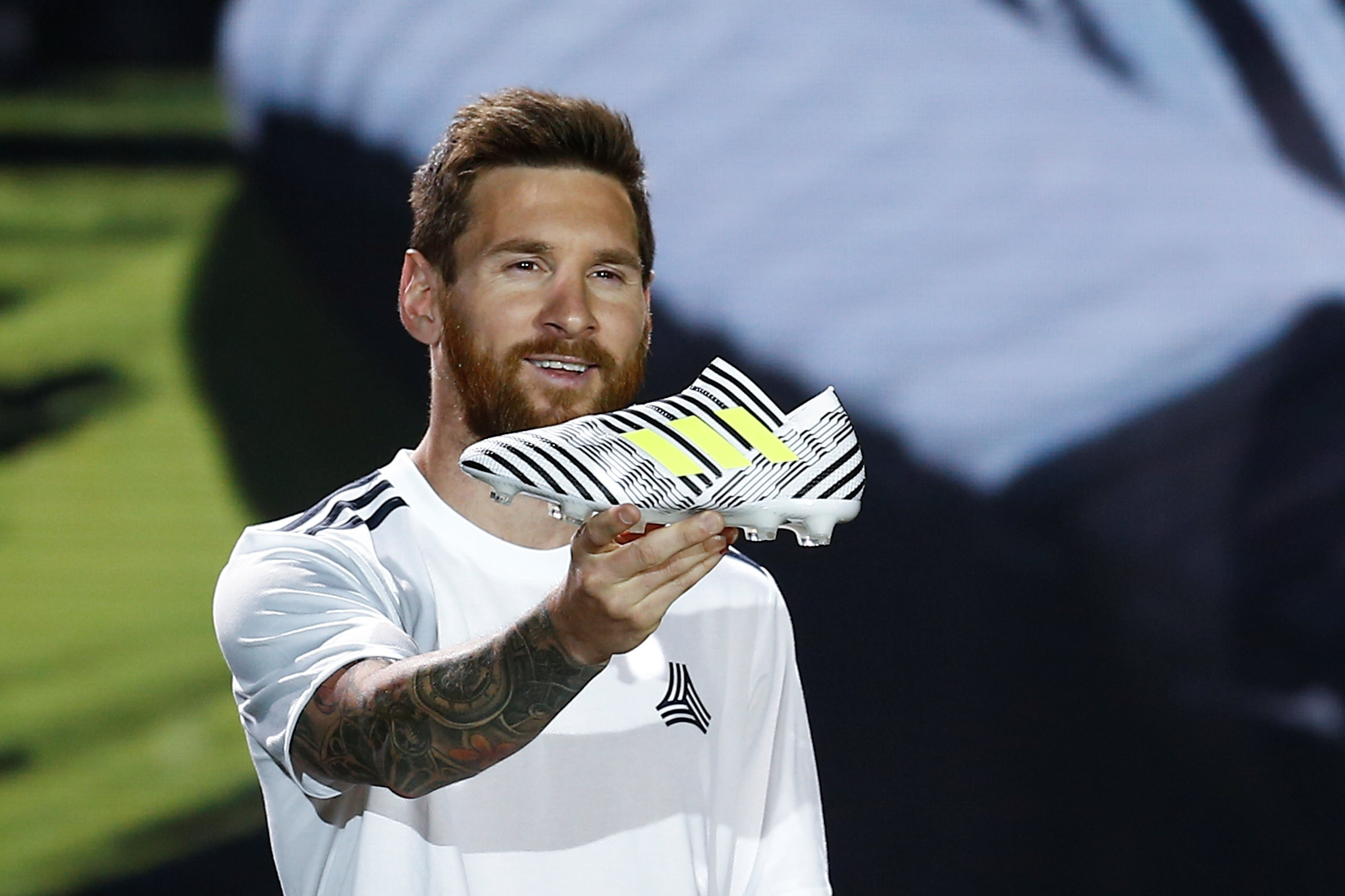Google themes messi - Lionel Messi Presents An Adidas Shoe During A Show In Beijing Photo Reuters