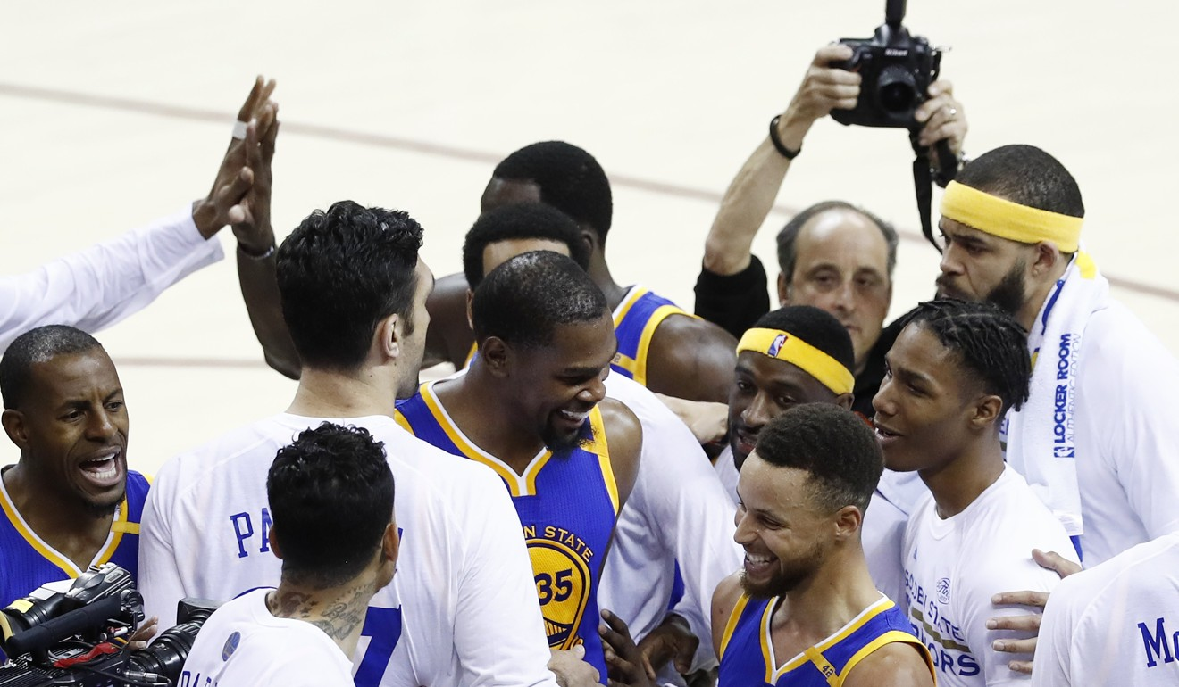 4087dfc3c19e Kevin Durant s late heroics lift Golden State Warriors over Cleveland  Cavaliers for 3-0 NBA Finals lead