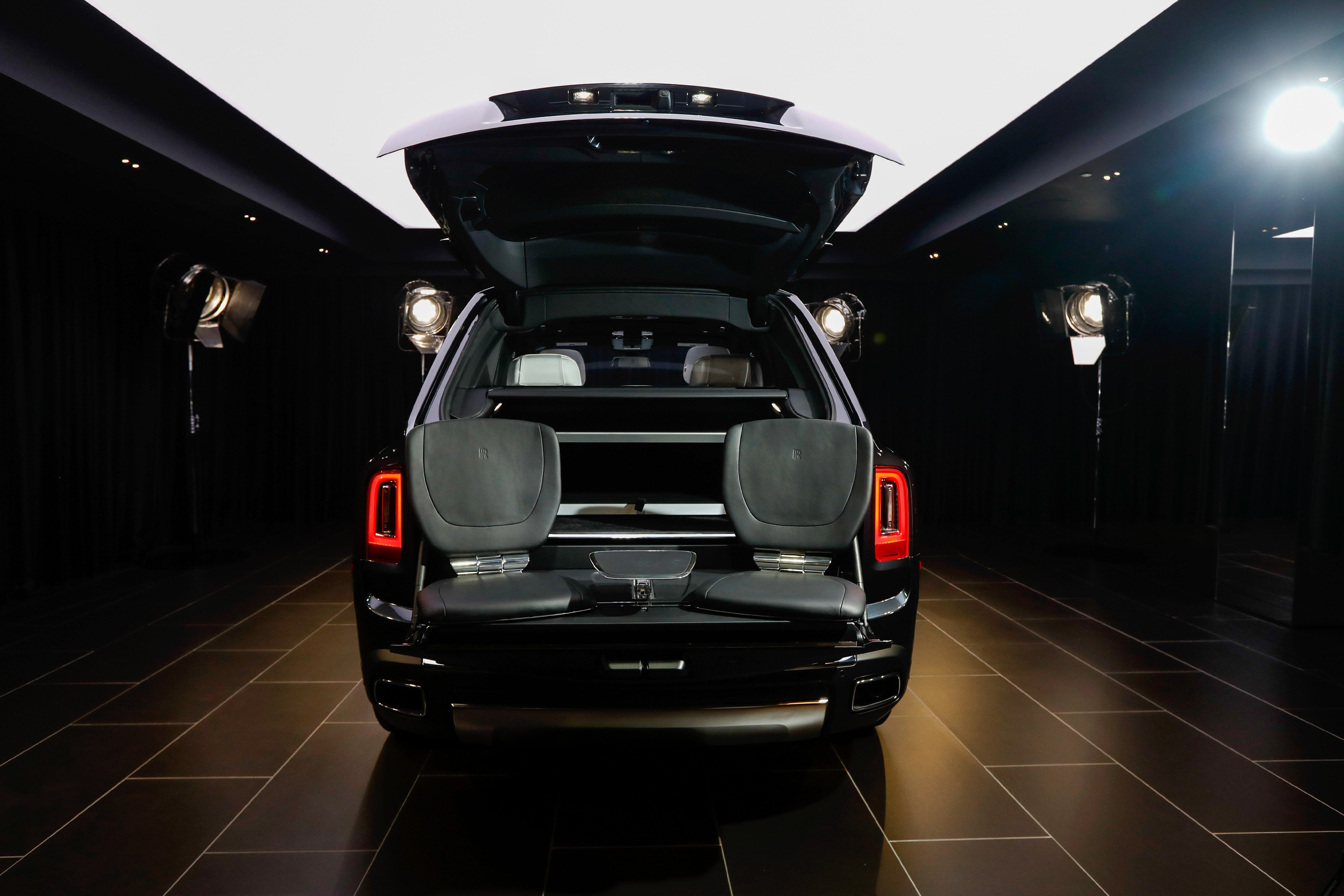 A Peek At Us 325 000 Rolls Royce Cullinan The World S