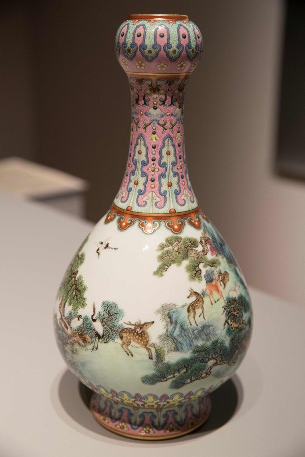 Chinese Vase Found In Shoebox In Attic Sells For Us191 Million