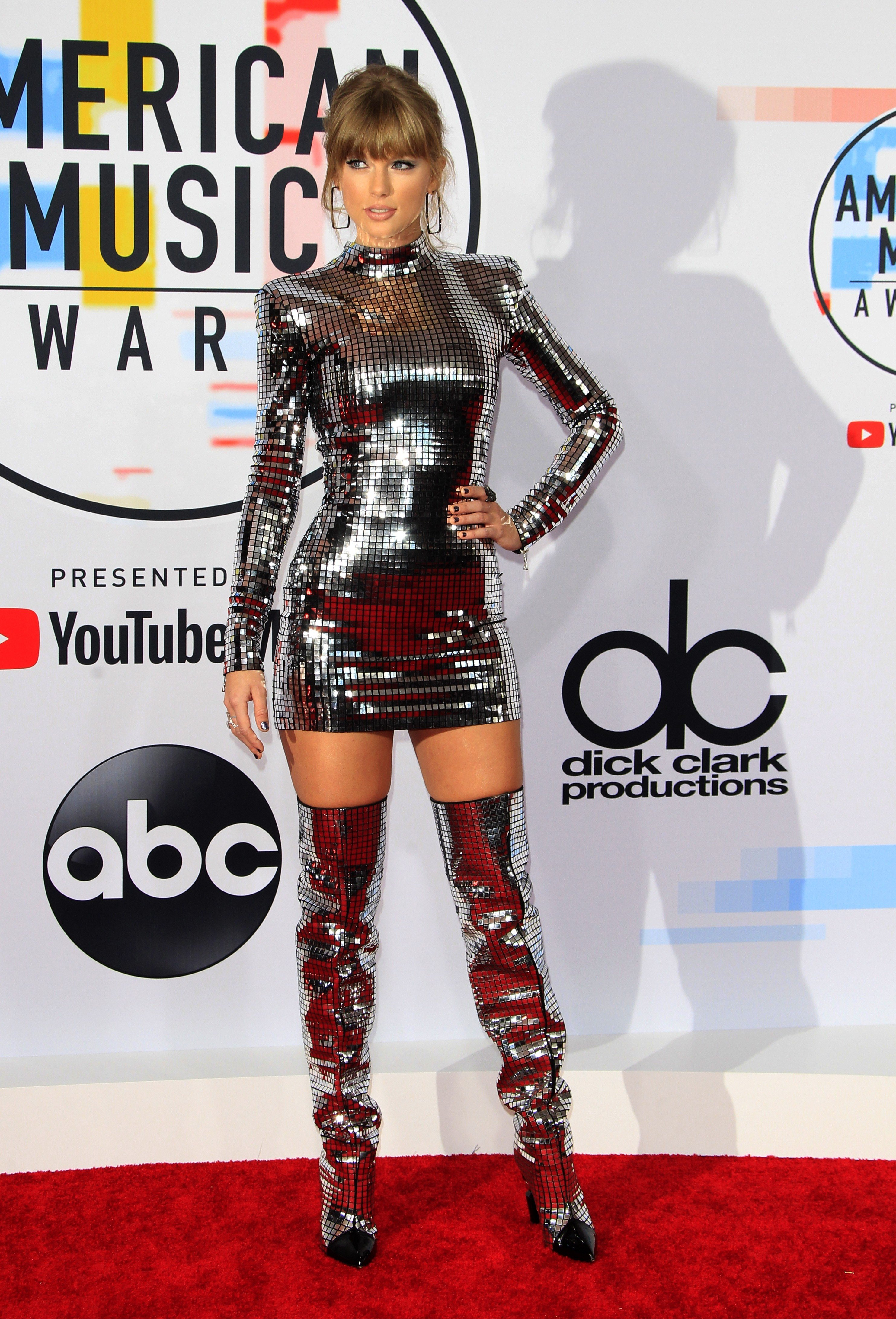 3786bf8b3d8 Taylor Swift sets the red carpet ablaze at the AMAs  11 of the night s  hottest outfits