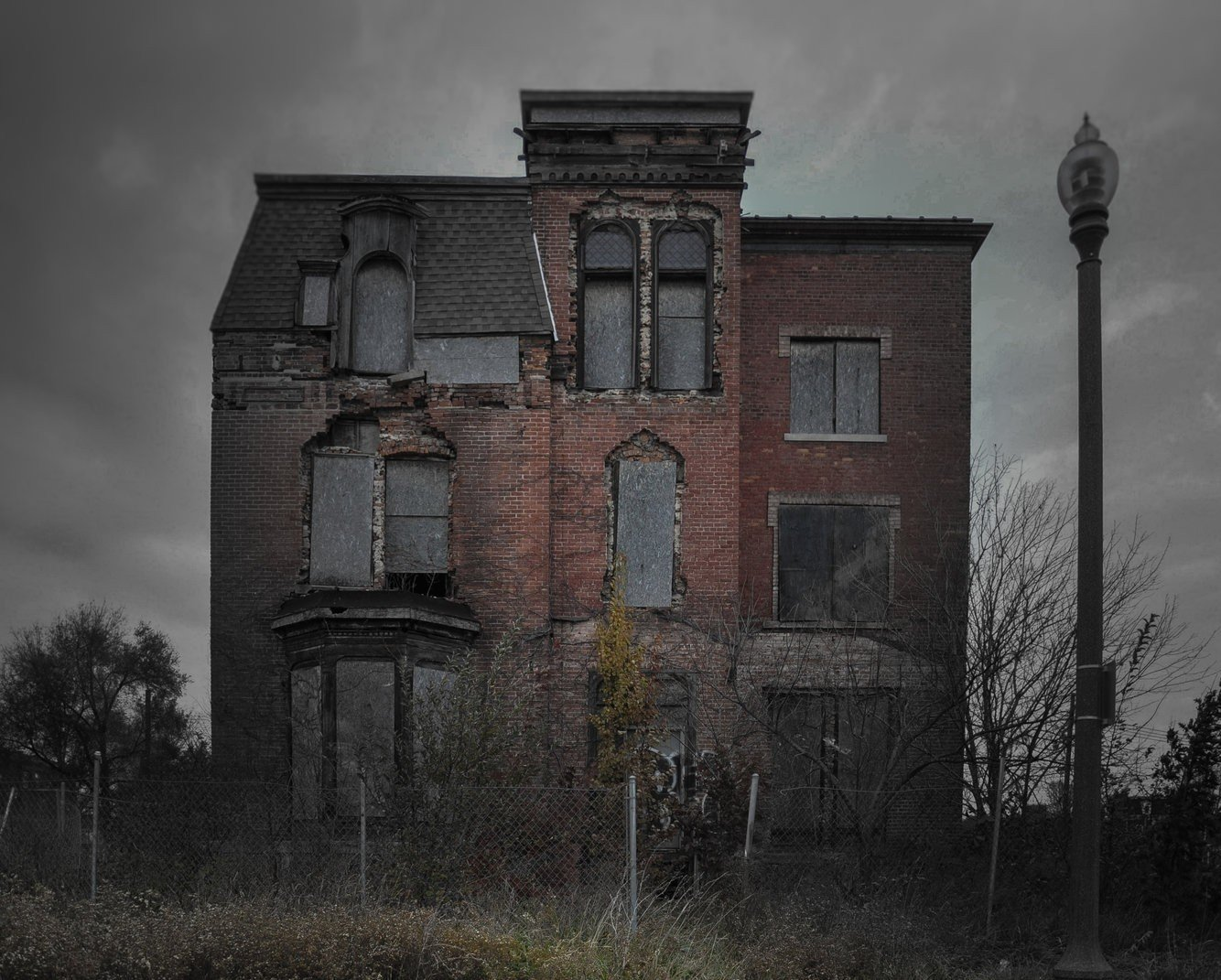 would you spend halloween in one of these 13 'haunted' american