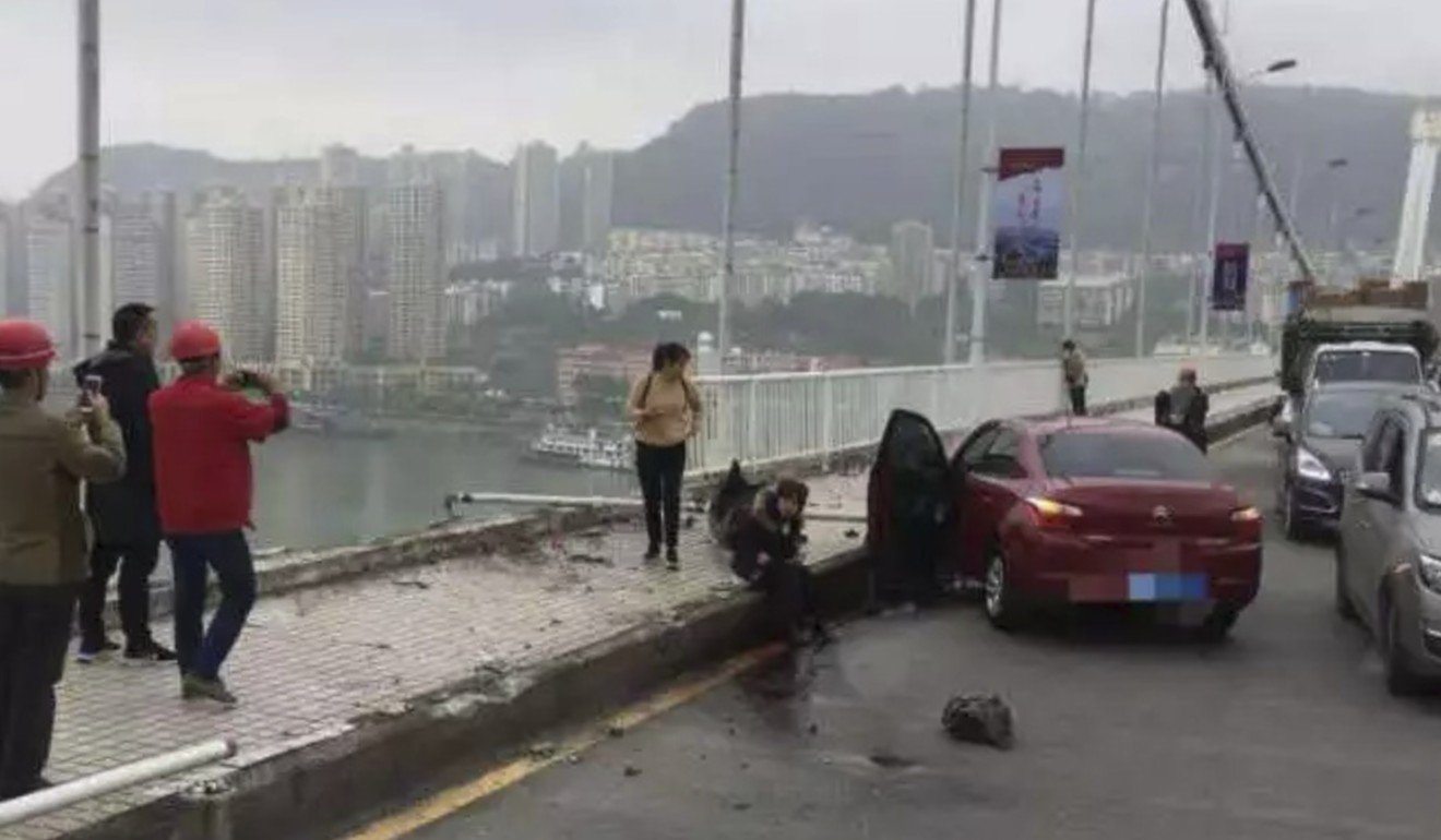 Watch: how an angry passenger caused a bus crash in China