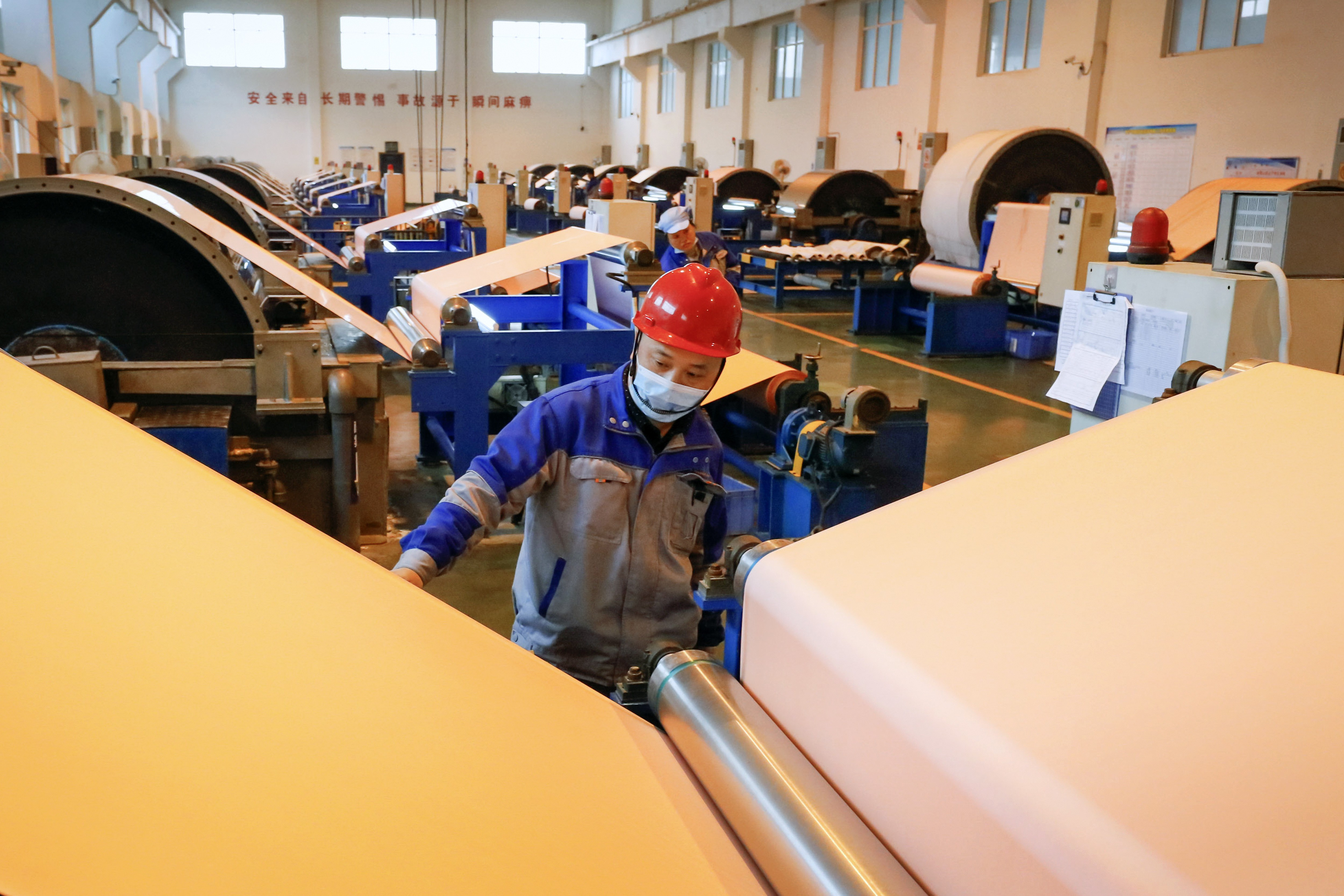 China's small businesses forced to cut back on staff just to