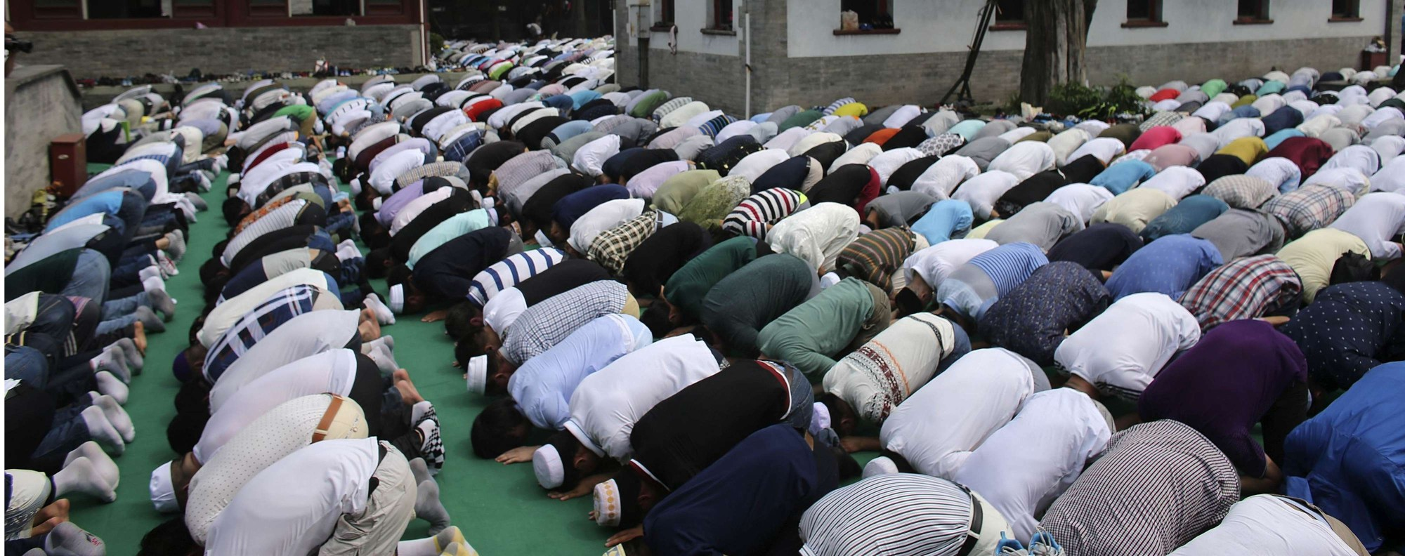 Muslims pray during Eid ul-Fitr in Beijing. Photo: Reuters