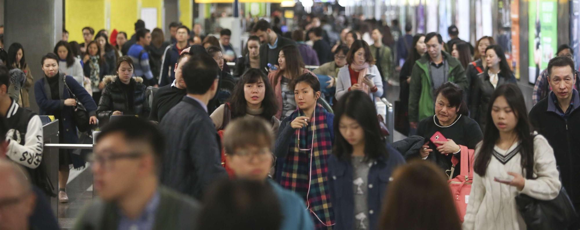 Passengers at Tsim Sha Tsui MTR Station. Photo: Sam Tsang