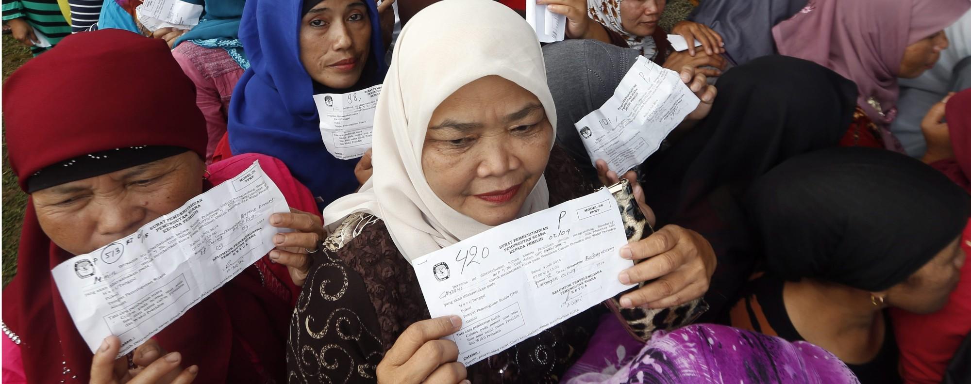 Indonesian women vote in Bogor. Photo: EPA