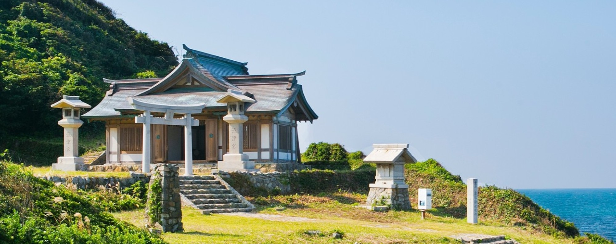 Okitsu-miya Yohaisho, Sacred Island of Okinoshima. Photo:Imaki Hidekazu