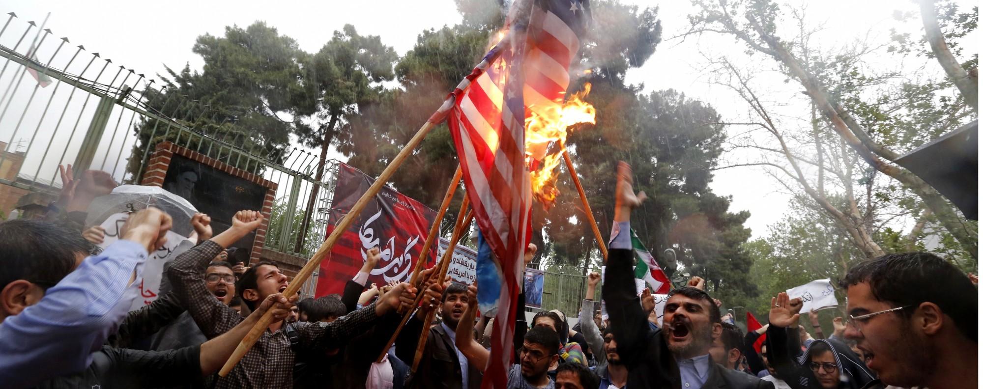 Iranians burn US and Israeli flags. Photo: EPA