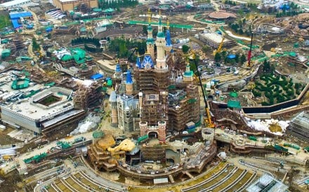 hong kong disneyland case analysis Hong kong disneyland case study in the case of hong kong disneyland hkd , it has been a long road from startup to disney magic since the gates were opened.