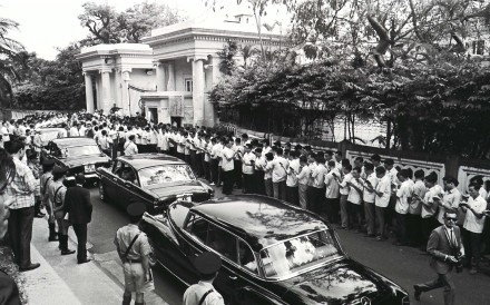 Scores of white-shirted leftists from the Hong Kong and Kowloon Committee for Anti-Hong Kong British Persecution Struggle recite quotations from Chairman Mao Zedong outside Government House. Photo: SCMP Pictures