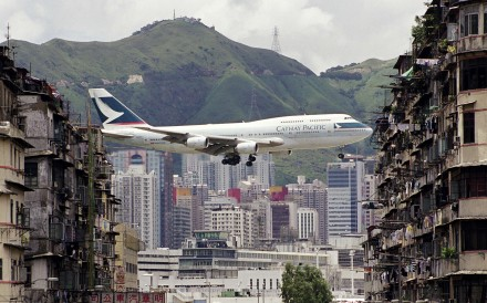 A Cathay Pacific plane photographed between buildings. Photos: Daryl Chapman