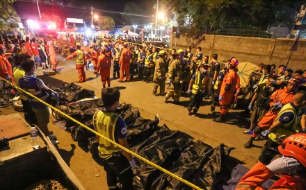 Rescue workers gather the bodies of victims of an explosion at a night market in Davao City in the Philippines on September 3, 2016. The Abu Sayyaf group claimed responsibility for the deadly blast. Photo: AFP