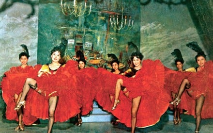 Linda Lin Dai (centre right) stars in the Shaw Brothers musical Les Belles.