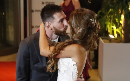 Argentinian soccer player Lionel Messi and his wife Antonella Roccuzzo, kiss after their wedding in Rosario, Santa Fe, Argentina, 30 June 2017. Photo: EPA