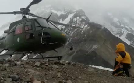 A helicopter leaves to rescue two climbers on Nanga Parbat. Photos: Polski Himalaizm Zimowy
