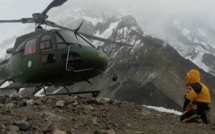 A helicopter leaves to rescue two climbers on Nanga Parbat. Photos: Polski Himalaizm Zimowy