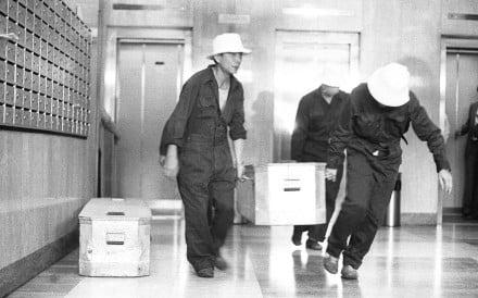 The bodies being removed from Elizabeth House in 1984. Picture: SCMP