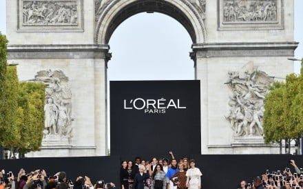 L'Oréal, the French cosmetics group, has bought South Korean make-up and fashion firm Nanda as industry leaders look to boost their influence in one of the world's most dynamic beauty markets.
