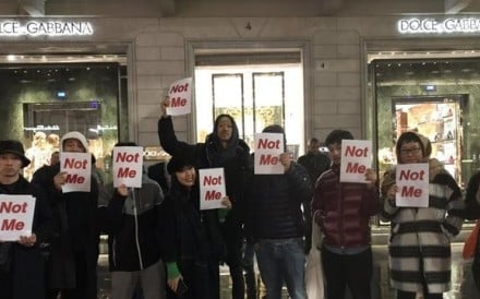 Chinese people in Milan protest outside Dolce & Gabbana's store after co-founder Stefano Gabbana's racist outburst. Photo: Weibo