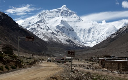 Tourists can no longer go to Mount Everest base camp in Tibet, but a limited number of climbers with permits will still be allowed in. Photo: Alamy