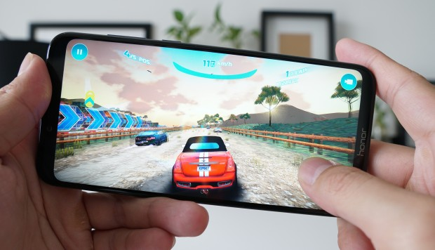 The Huawei budget gaming phone Honor Play copes with