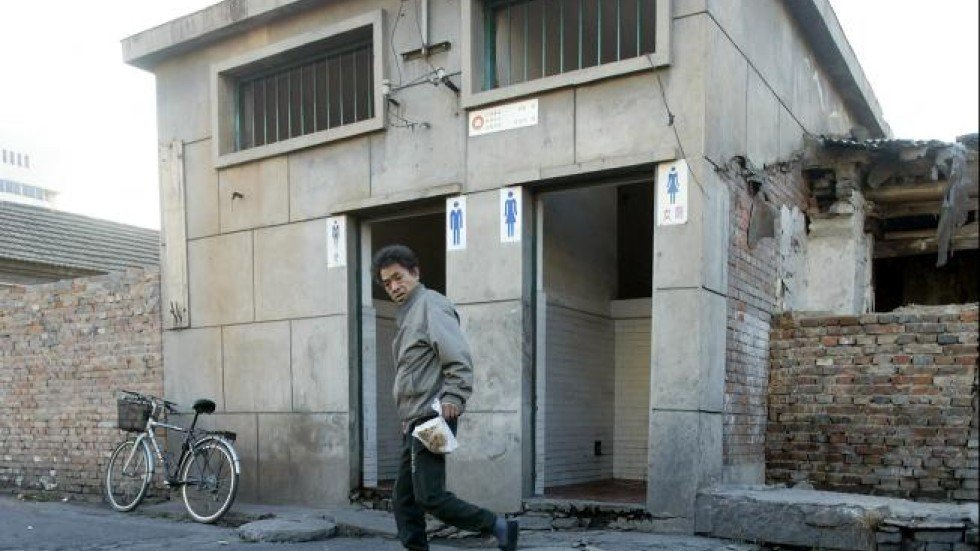 China To Restrict Fly Numbers In Its Public Toilets