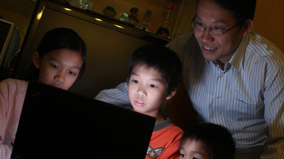The online activities of children should be monitored by the parents