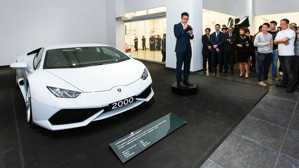 lamborghini 39 s 2 000th huracan goes to hong kong buyer price hk. Black Bedroom Furniture Sets. Home Design Ideas