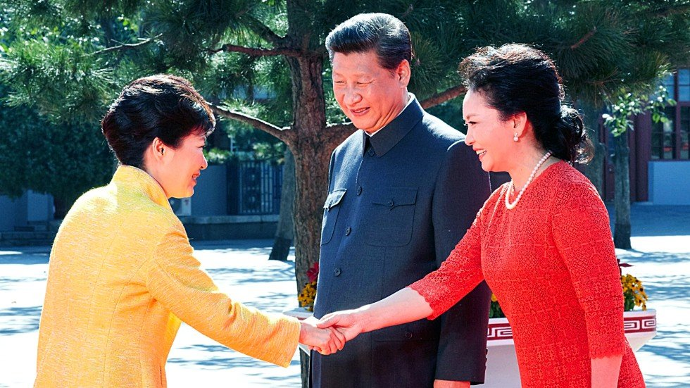 The woman in red chinas first lady peng liyuan stands out from naomi m4hsunfo