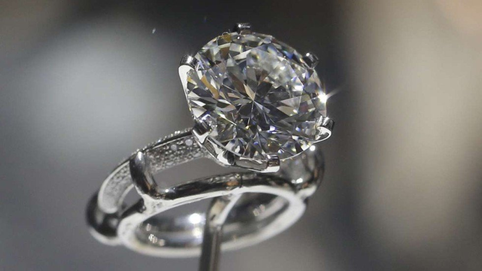 This 8.8 carat diamond is currently on display at the Landmark Atrium in  Central to mark 130 years of the Tiffany setting.