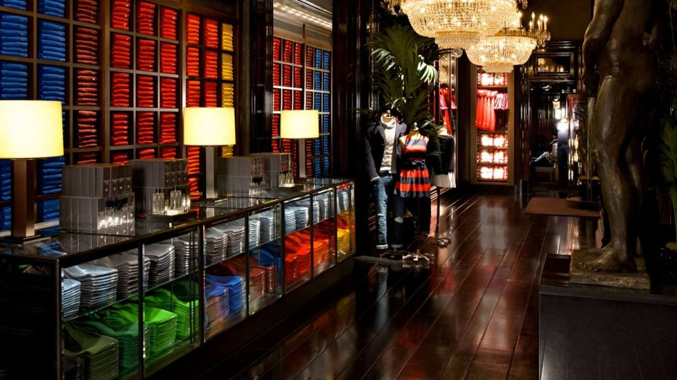 Abercrombie Fitch To Shut Hong Kong Store In Wake Of Economic