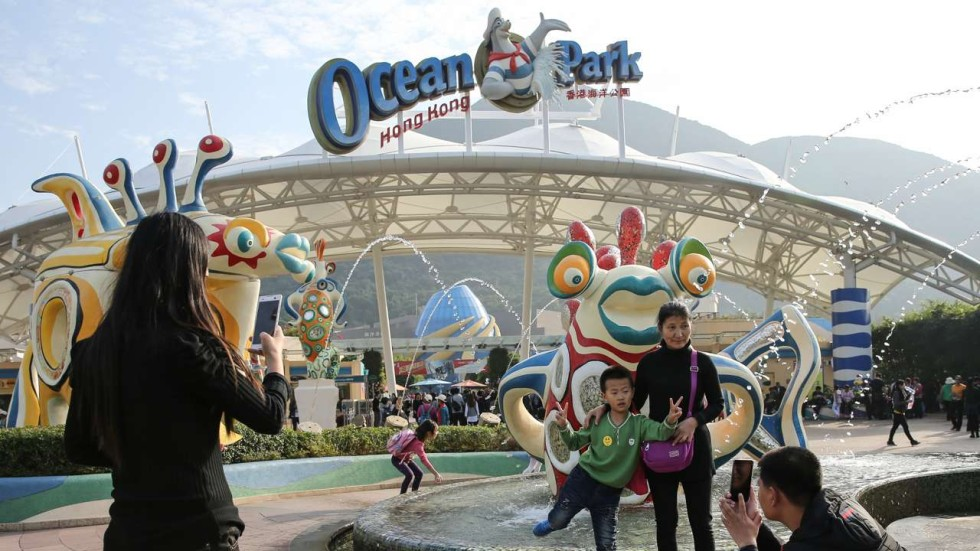 hk ocean park vs hk disneyland essay Hong kong disneyland (chinese: 香港迪士尼樂園) is a theme park located on  reclaimed land in penny's bay, lantau island it is located inside the hong kong  disneyland resort and it is owned and managed by hong kong international  theme parks it is the largest theme park in hong kong, followed by ocean park  hong  throughout the park are 'hidden mickeys', or representations of mickey .