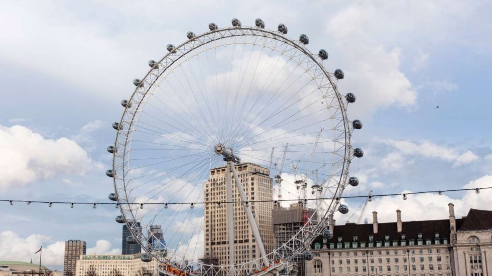 tourists trapped in london eye big wheel during terror attack