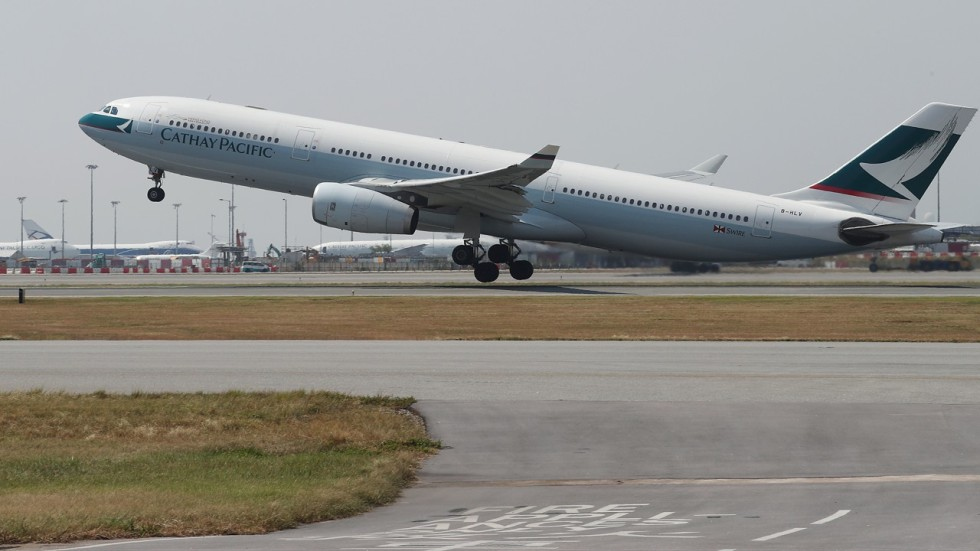 Cathay Pacific not changing routes despite crew\'s suspected sighting ...