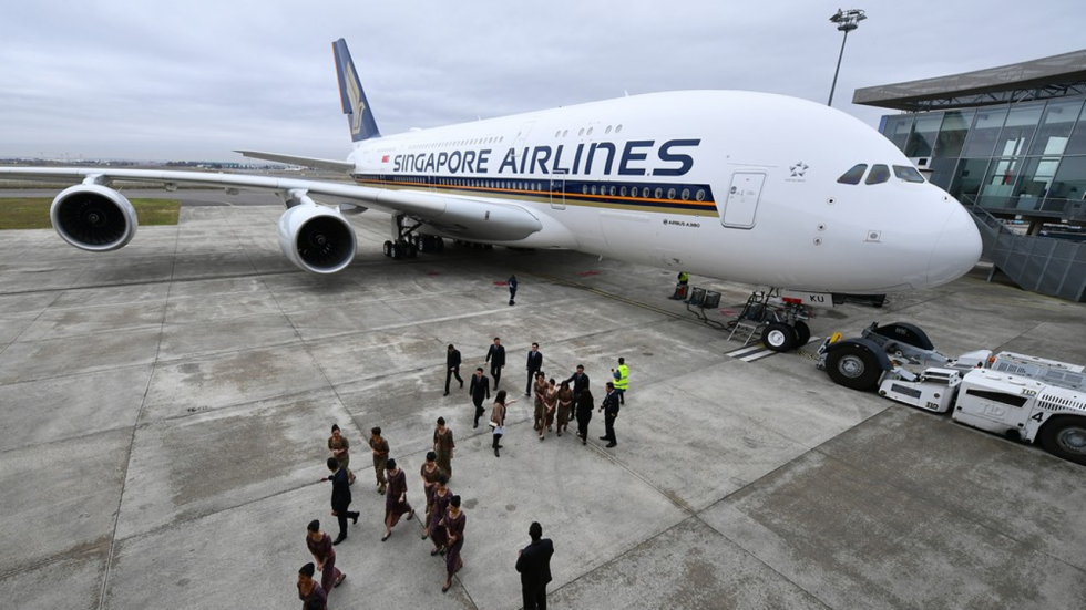 Singapore airlines ruffles feathers by announcing credit card charge business insider reheart Gallery
