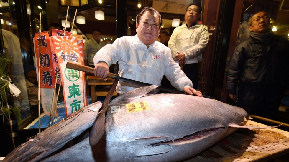 Japan s historic tsukiji fish market holds final new year for Chinese fish market near me
