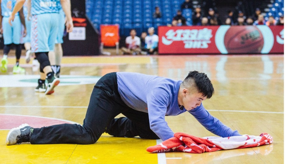 The Chinese Basketball Court Cleaner Whose Work Ethics