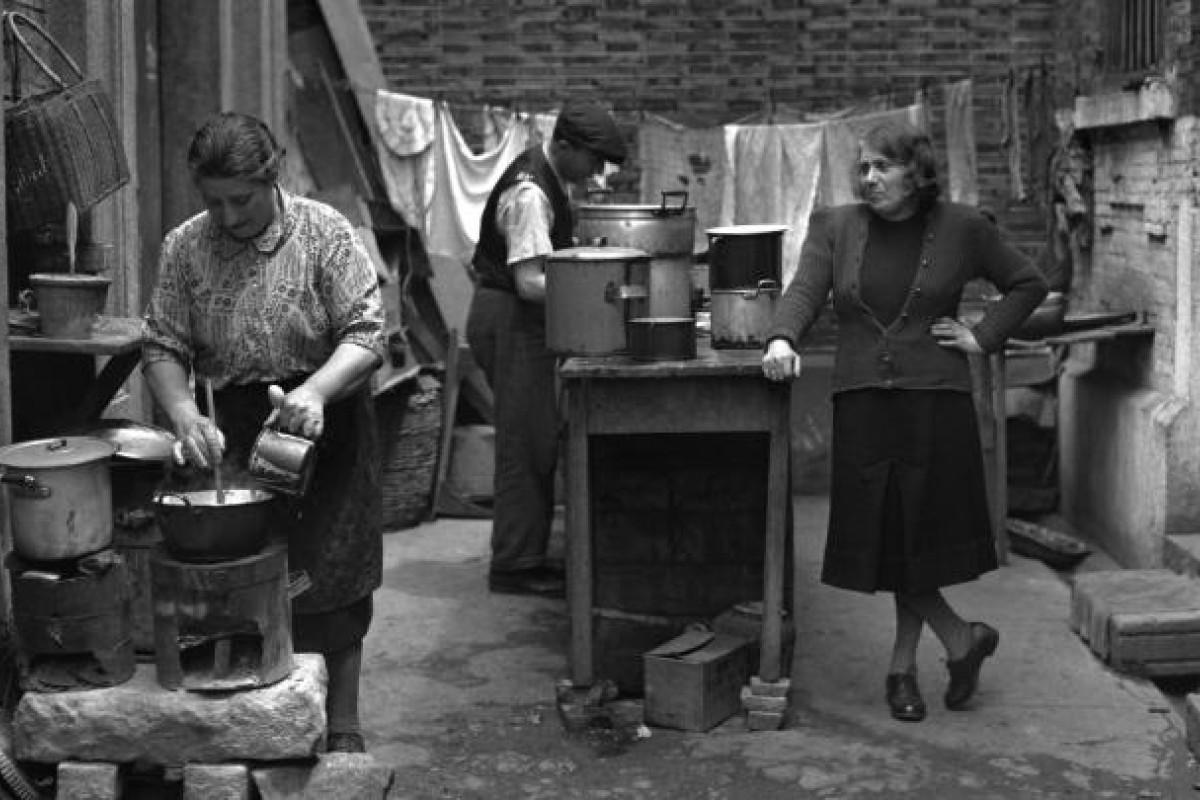 The community kitchen in a Jewish refugee camp, Shanghai, 1946. Photo: Corbis