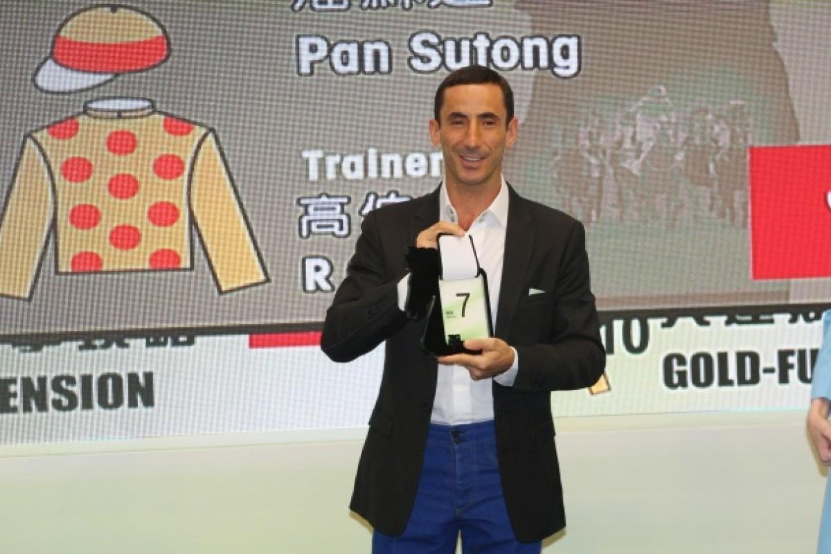 Olivier Doleuze draws barrier No.7 for Gold-Fun.