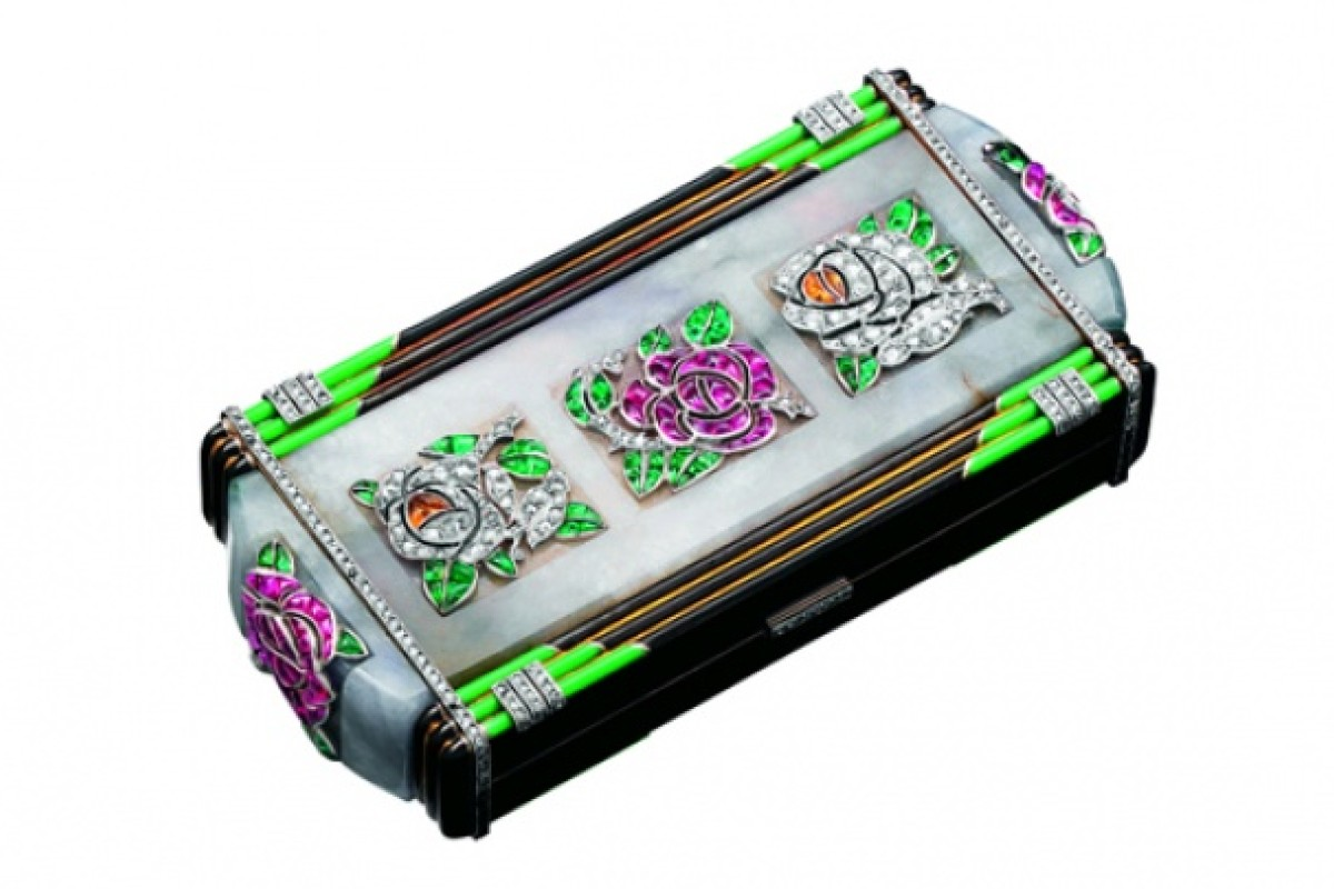Some vanity cases, like this one from Van Cleef & Arpels, can be considered works of art, featuring carvings and enamelling.