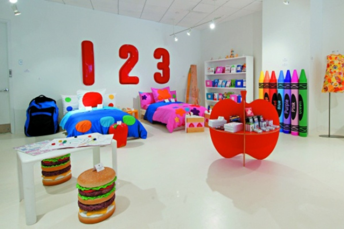 Colour is the leitmotif of the home. Even the children's room boasts bright colours that pop.
