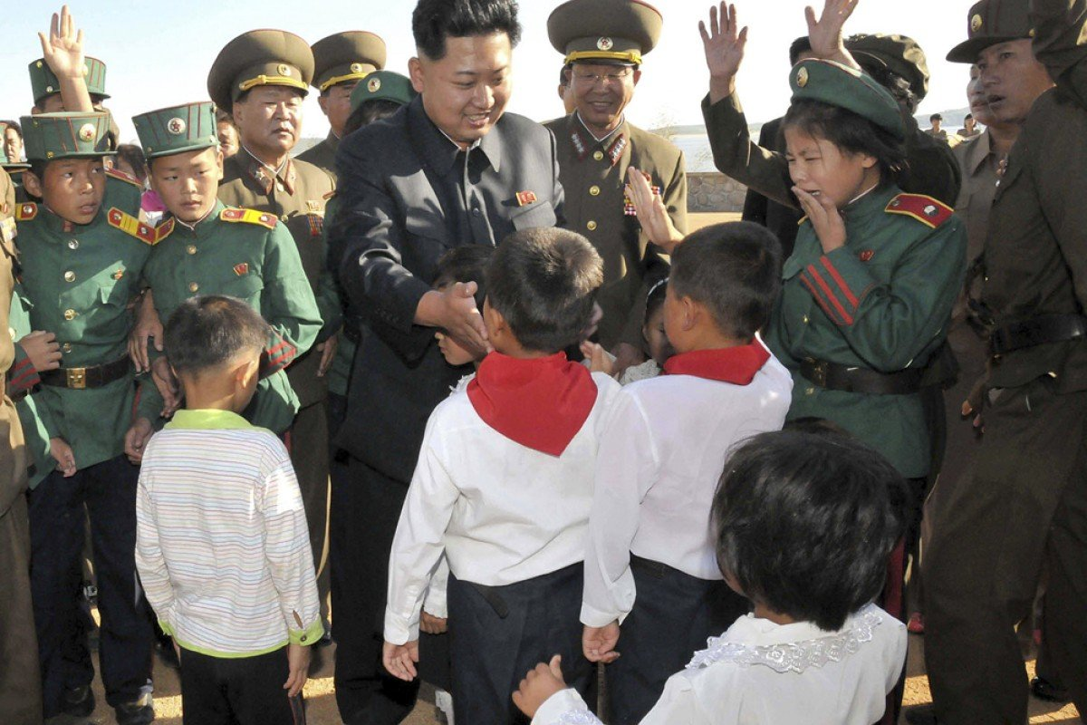 North Korean leader Kim Jong-un is greeted by school children during an inspection tour in the west of the country. The regime's lenient stance towards drug dealers is considered a factor in the spread of crystal meth use.