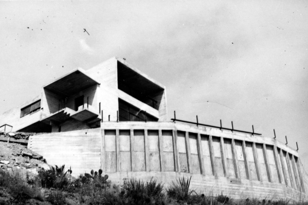 The house under construction in 1938, at Laguna Beach, California.