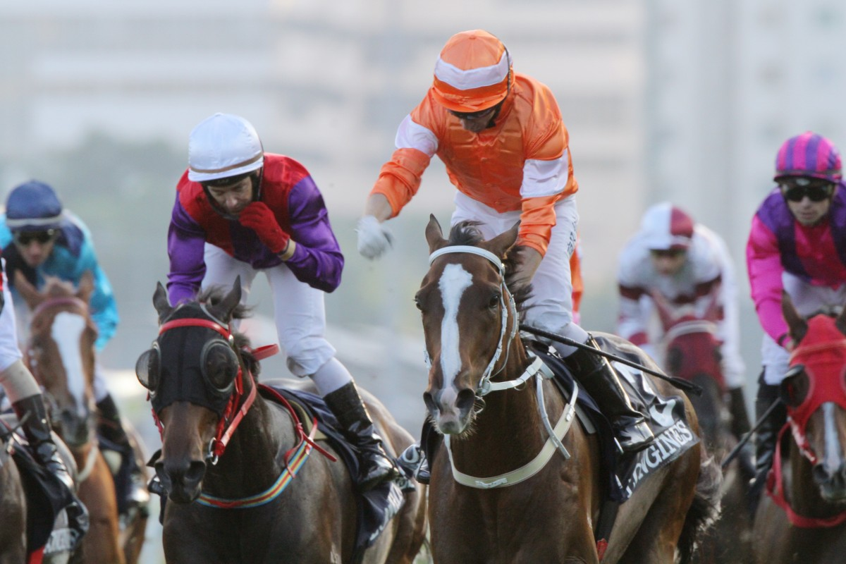 Blazing Speed gets his head in front in a thrilling finish.