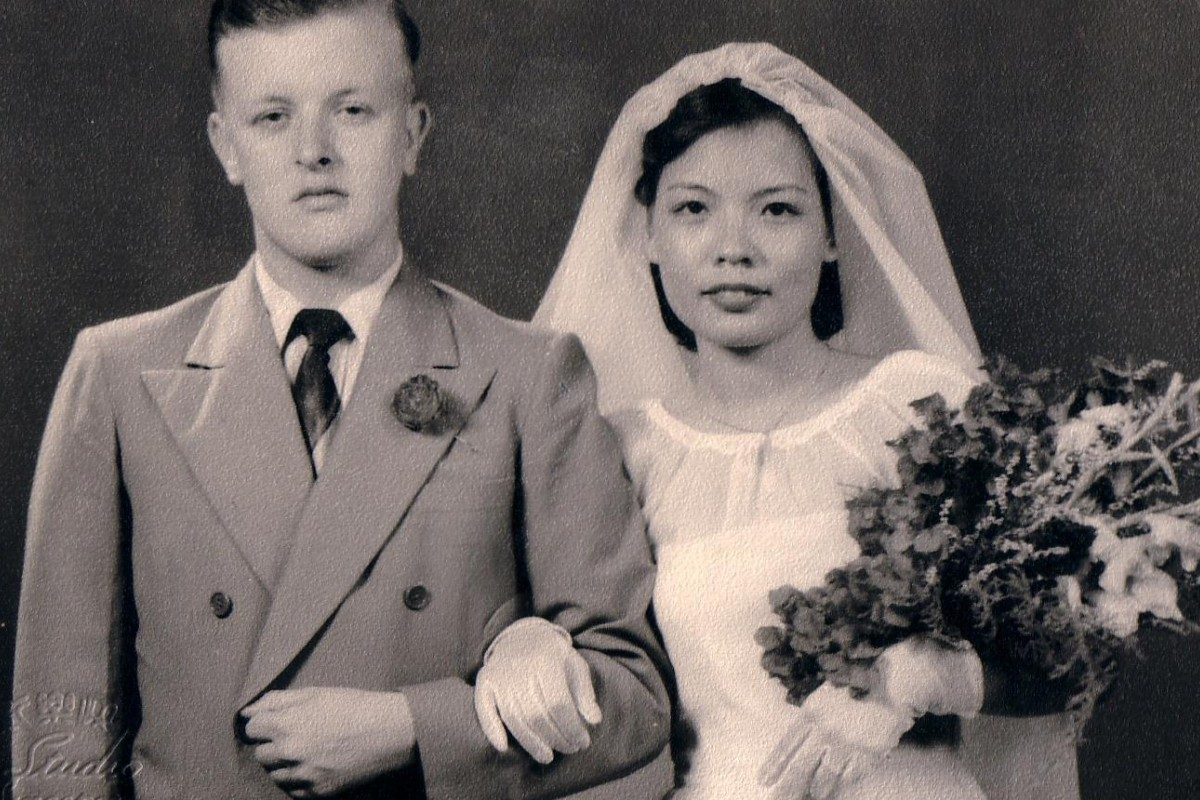 Newlyweds Ho Lai-sheung and Alan Pickford, the first British soldier granted permission to marry a local woman, in the 1950s.