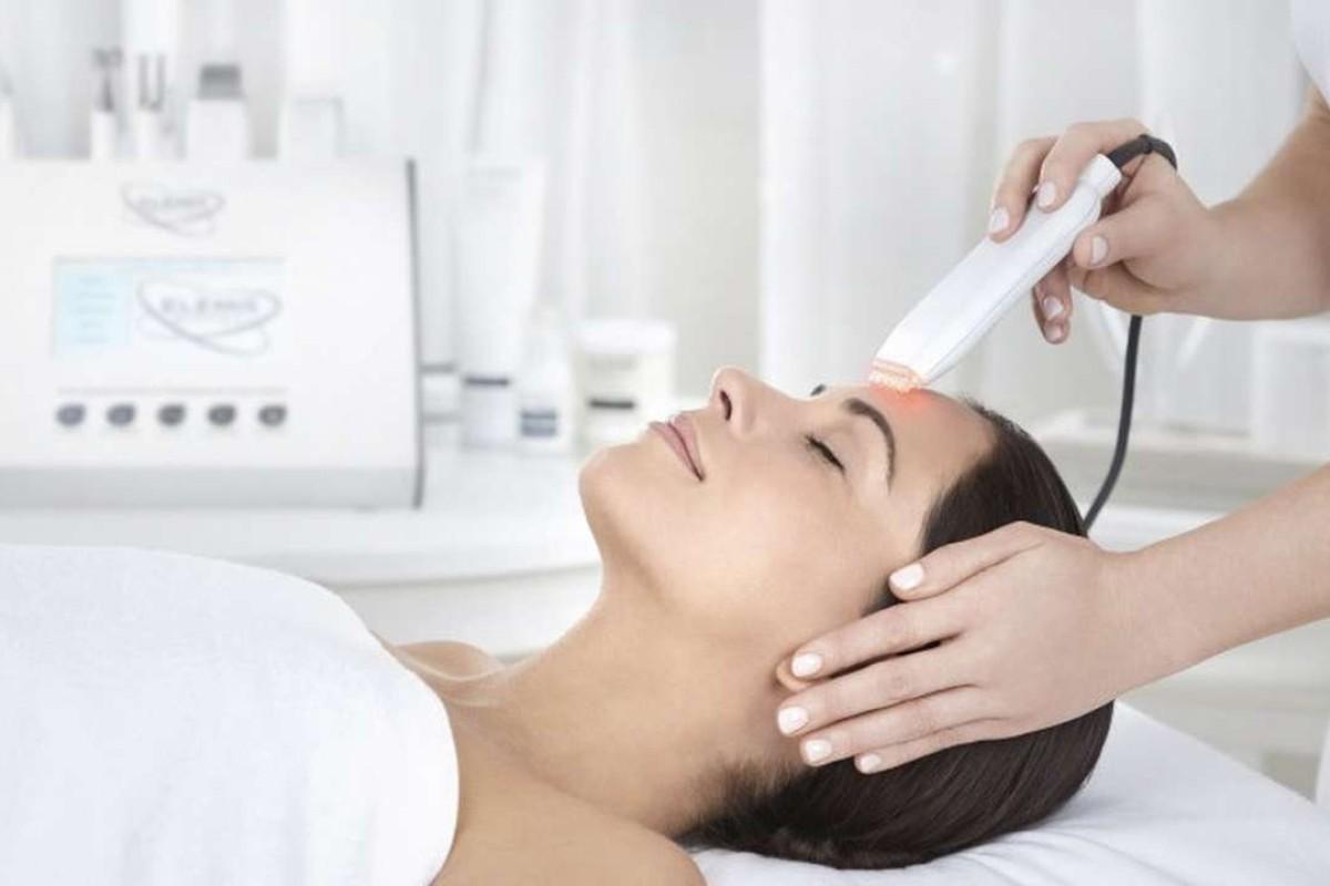 Elemis Biotec's Skin Resurfacer facial starts with an ultrasonic peel.