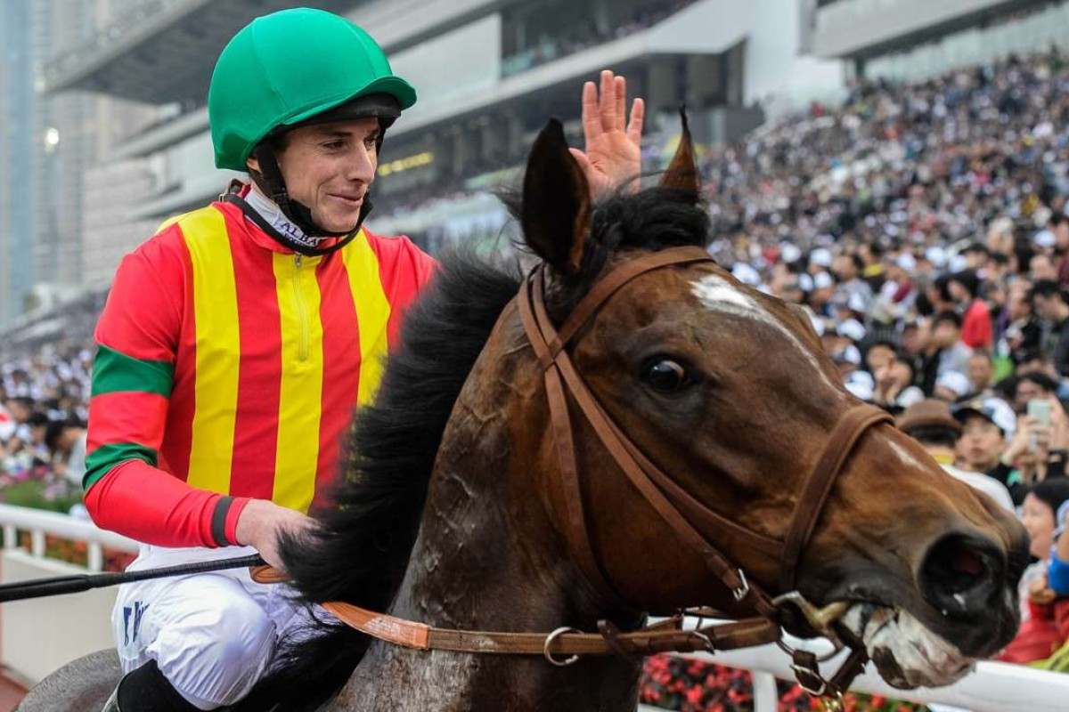 Jockey Ryan Moore of Britain, riding Japanese horse Maurice trained by Noriyuki Hori of Japan, waves to the crowd after winning the Longines Hong Kong Mile race at the Hong Kong International Races at Sha Tin race track in Hong Kong on December 13, 2015. AFP PHOTO / ANTHONY WALLACE