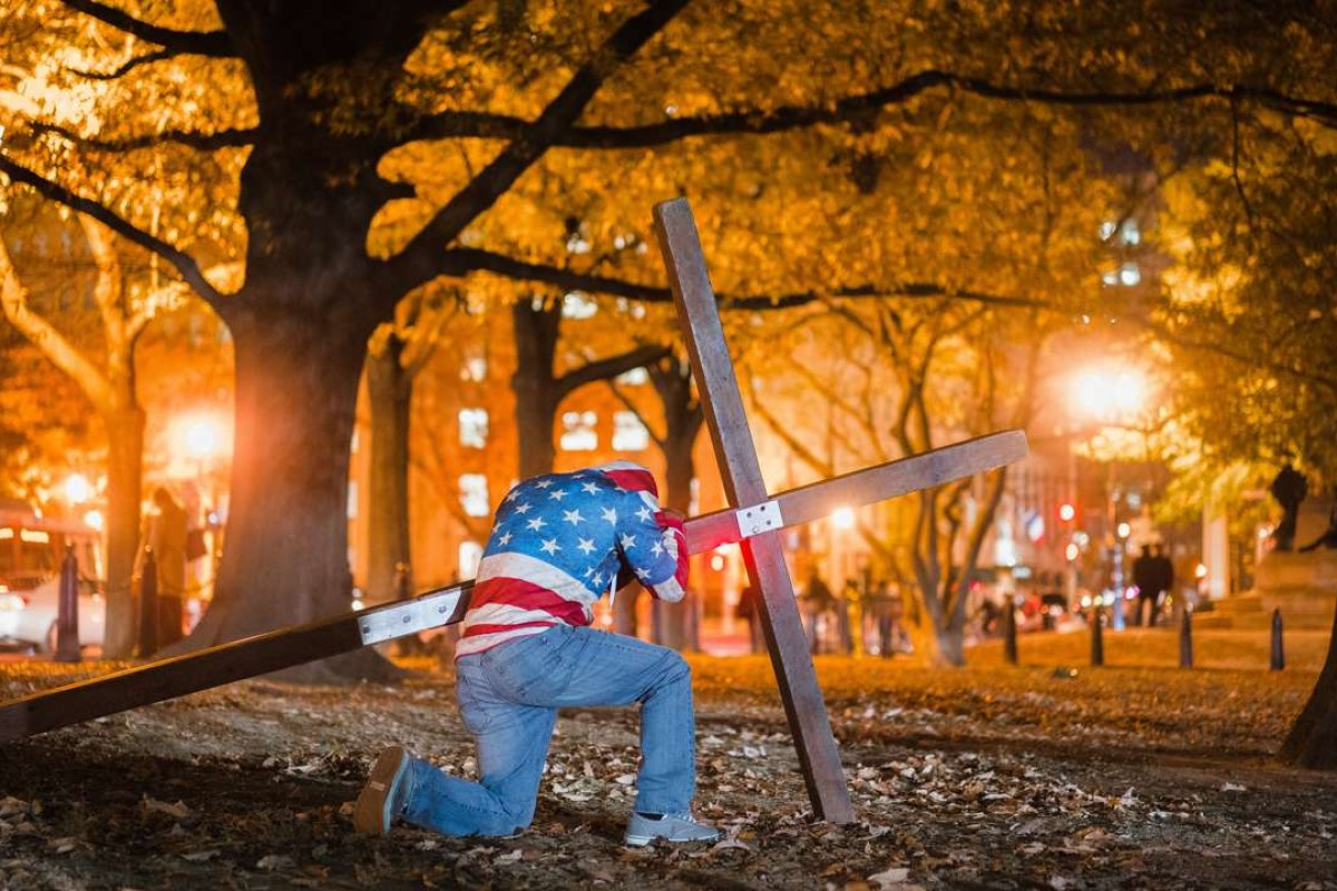Christians pray in front of the White House on the night of the US election. The group said they were not biased towards either candidate. Photo: AFP