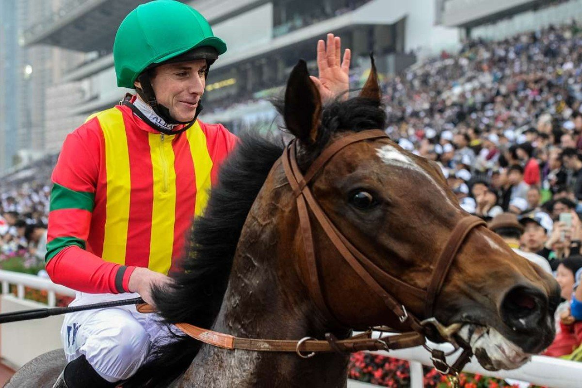Jockey Ryan Moore waves to the crowd after winning the 2015 Hong Kong Mile with Maurice. Photo: AFP/ANTHONY WALLACE